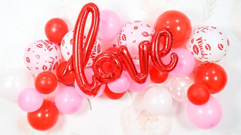 Vetrine di San Valentino con i palloncini