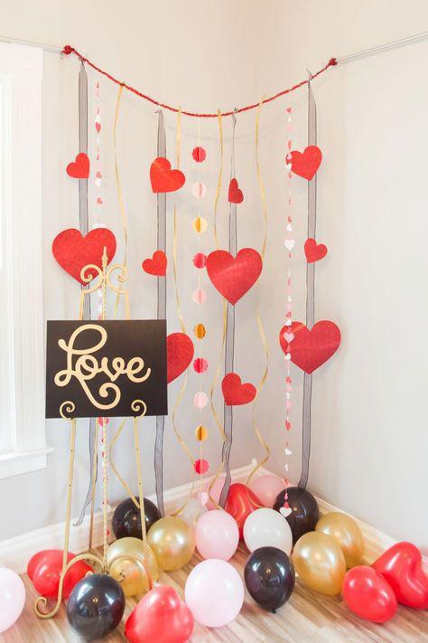 Decorazioni di San Valentino: cascata di palloncini