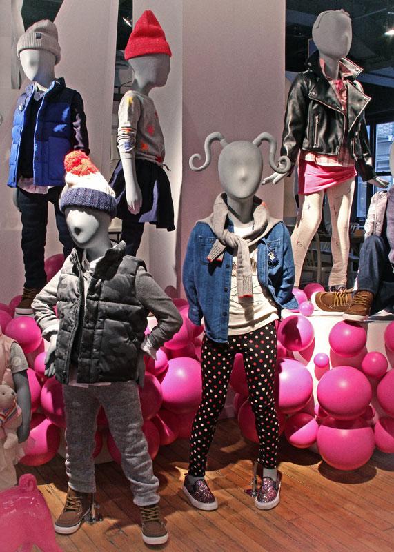 Interni negozio abbigliamento bambini - visual merchandising- 1