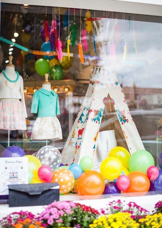 Vetrina negozio abbigliamento bambini - 1