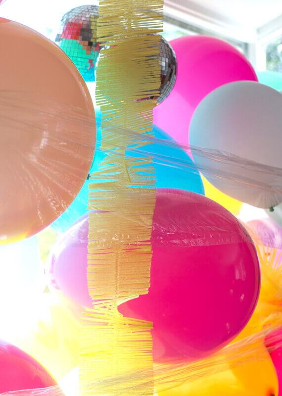Decorazione vetrine estive - palloncini colorati -2